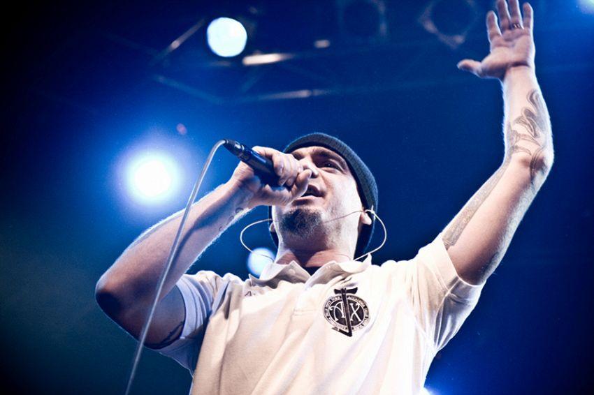J-Ax: breve biografia di un rapper all'età matura