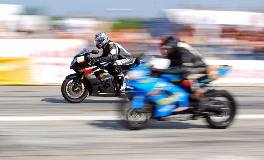 Come scegliere l'abbigliamento per moto