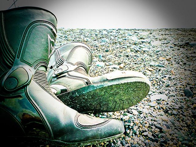 Come scegliere gli stivali da moto per tutte le stagioni