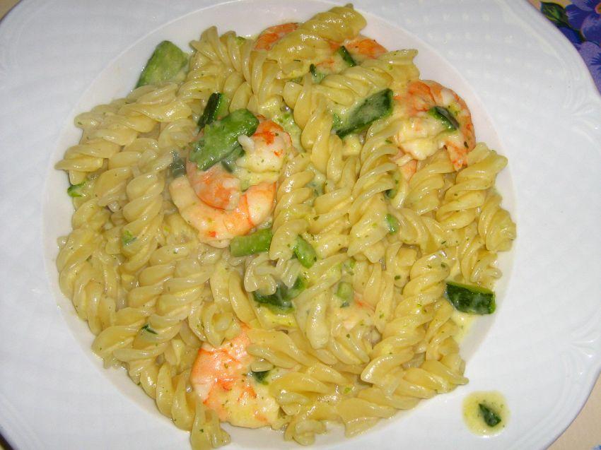 Come preparare la pasta con zucchine e gamberetti