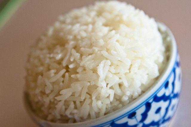 Come riscaldare il riso al microonde senza bruciarlo?
