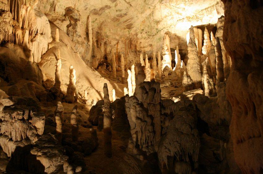 Grotte di Postumia e analogia con le grotte italiane di Frasassi