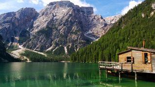Come arrivare e dove soggiornare nel Lago Braies, il paradiso delle Dolomiti