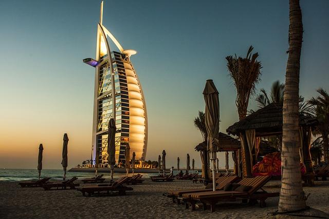 Come trasferirsi nella città di Dubai e trovare lavoro