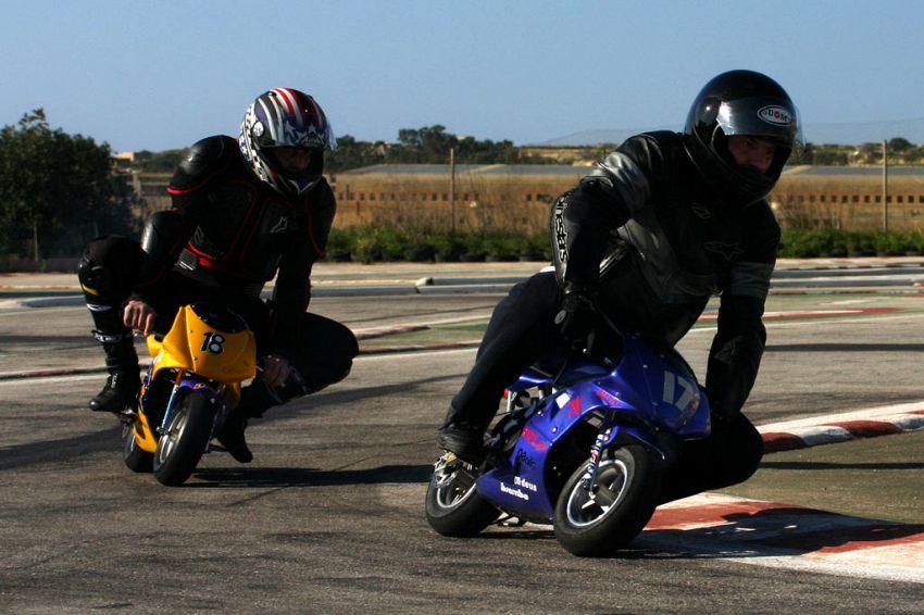 Centuari in erba: come divertirsi cavalcando una mini moto