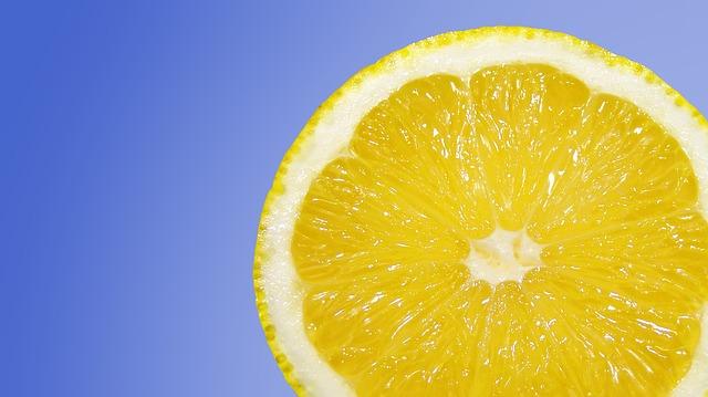 Rimedi naturali per perdere peso: bicarbonato e limone