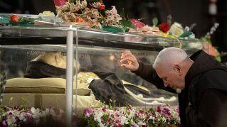 Il fenomeno Padre Pio: quando il culto rasenta l'idolatria
