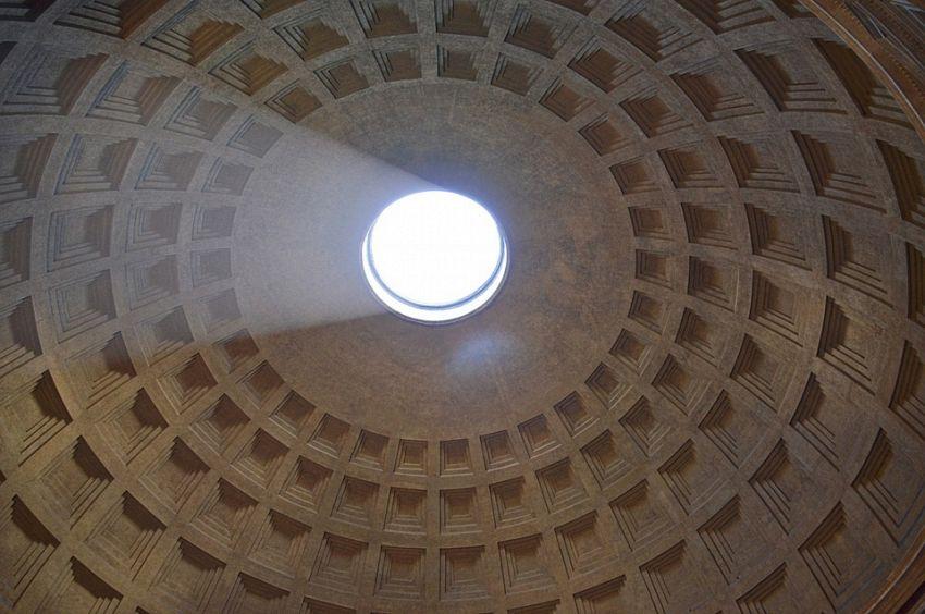 Visitare il Pantheon e scoprire la magia del buco e dell'effetto camino