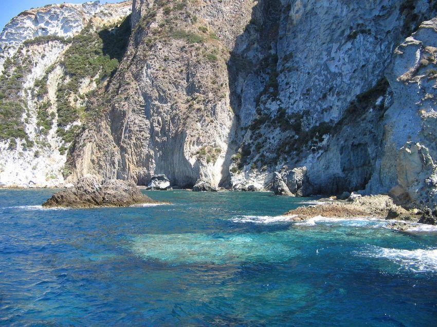 Isola di Ponza: tutte le soluzioni per il tuo viaggio su misura