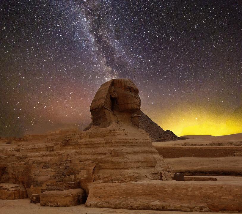 Tutti i misteri della Sfinge nella piana di Giza