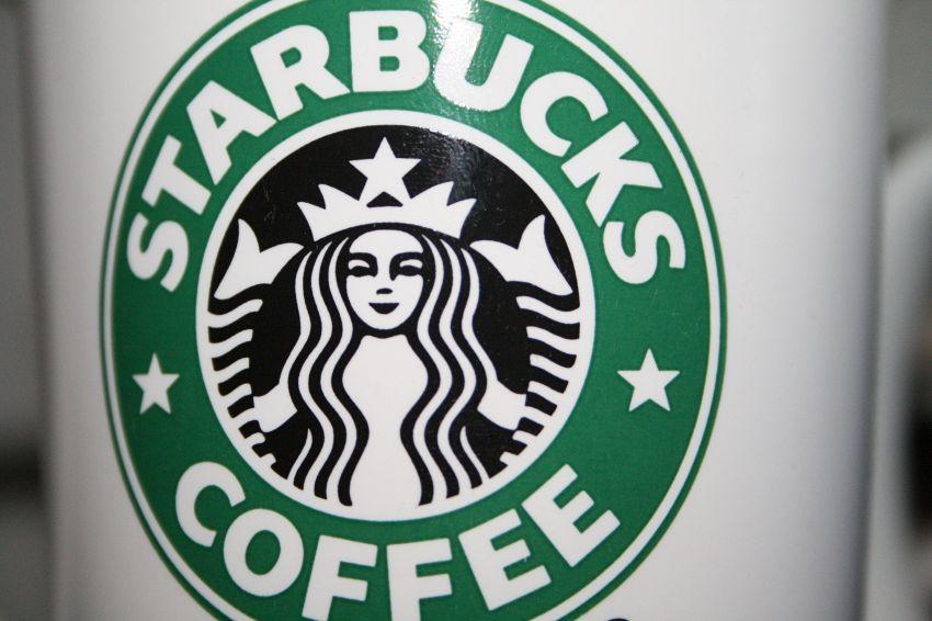 Starbucks pubblica una tastiera con emoji, ecco come installarla