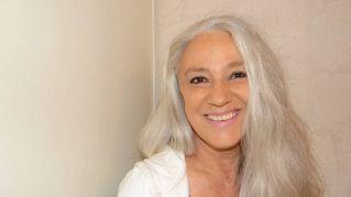Capelli grigi, perché le donne non devono tingersi i capelli