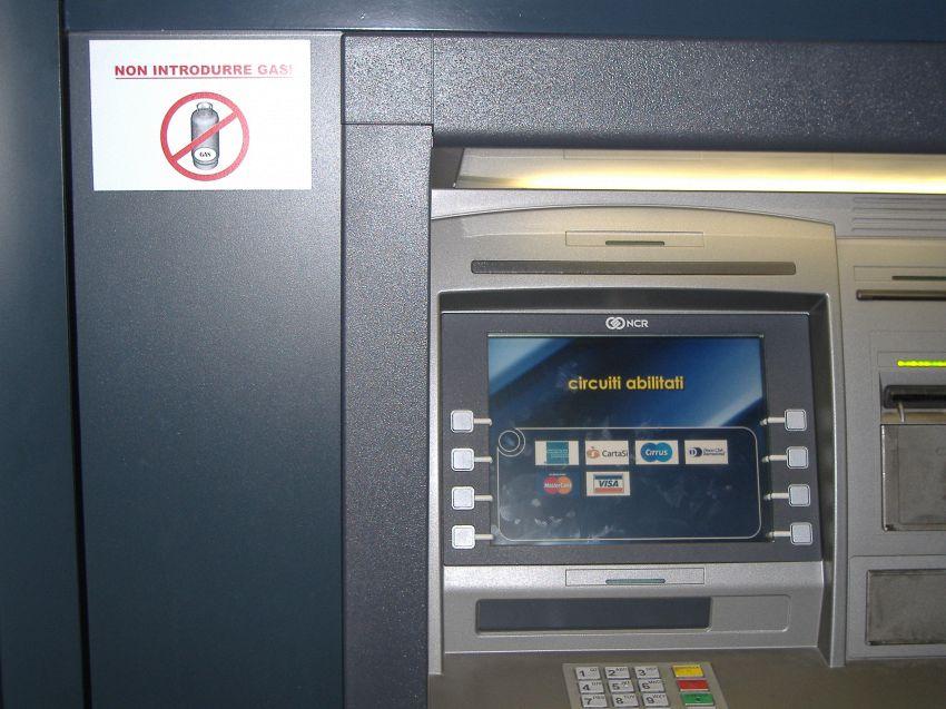 Bancomat con software vecchio e bacato, rischio furti in crescita
