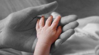 L'amore materno sviluppa il cervello, lo dice la scienza