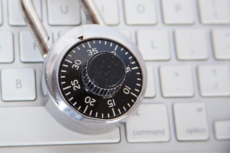 Sicurezza sul web, cosa non condividere mai sui social network