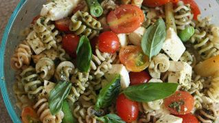 Insalata di Pasta: una ricetta estiva fresca e colorata