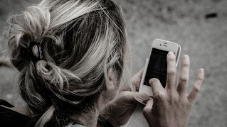 Smartphone come la droga: metà dei teenager ne è dipendente