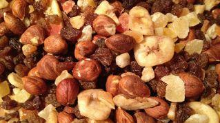 Frutta secca in gravidanza: quanto è consigliato mangiarne?