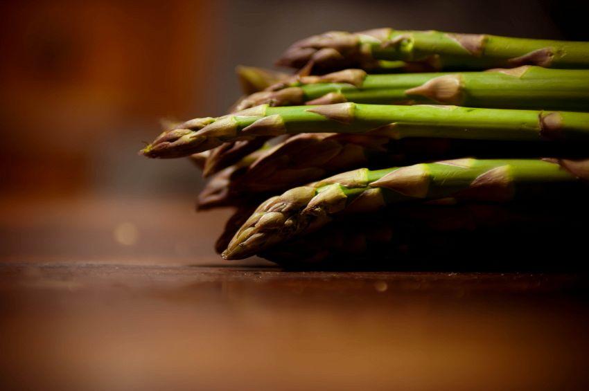Pesto di asparagi: ingredienti e preparazione della ricetta