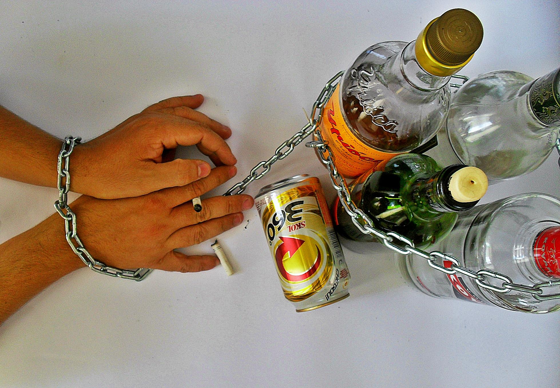 Azioni a scuola per prevenzione di alcolismo di tossicodipendenza