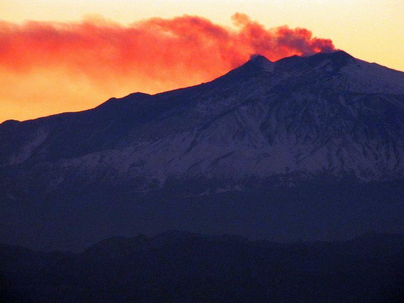 L'Etna dà spettacolo, tutte le eruzioni del vulcano siciliano