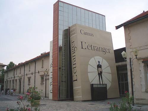 Libri giganti, alti come palazzi: la biblioteca Mejanes
