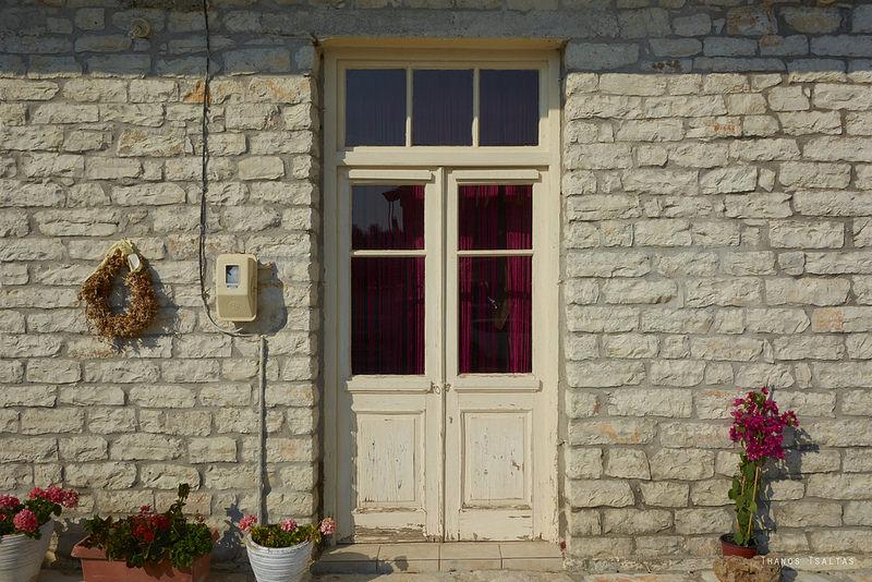 Pitturare casa 5 consigli per esterni porte e interni supereva - Colorare casa esterno ...