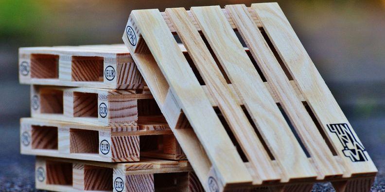 Divano Fai Da Te Con Pedane: Divano fai da te bancali con di legno ...
