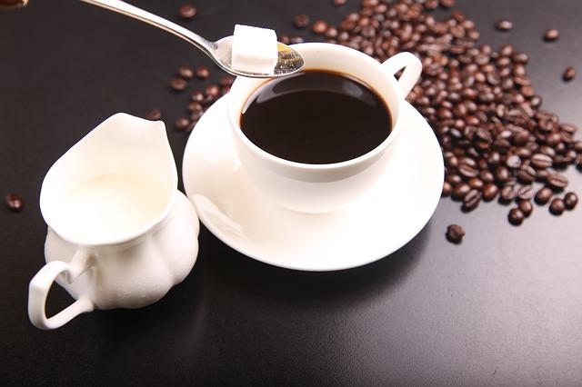 Bere caffè aiuta il fegato a proteggersi dall'alcol