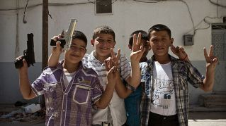 In Siria la guerra è reale ed è anche un gioco per i bambini