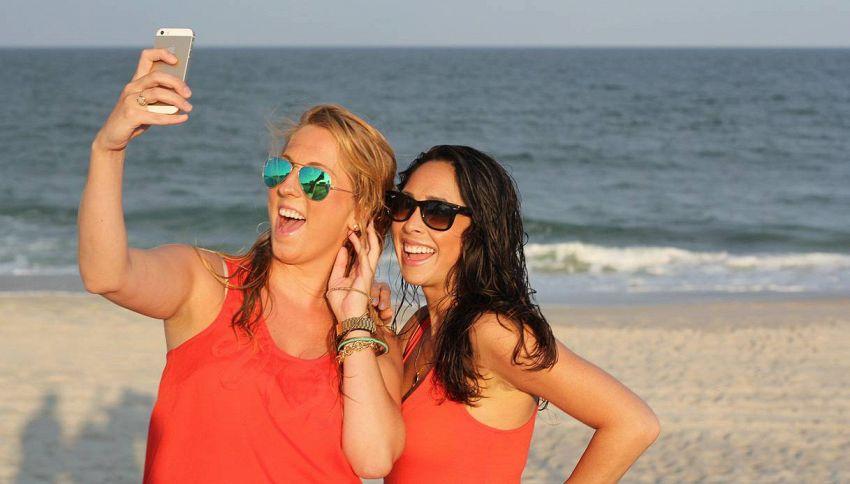 Il pericolo dei selfie, la tendenza agli incidenti aumenta