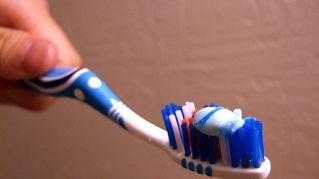 Tutti gli usi alternativi e sorprendenti del dentifricio