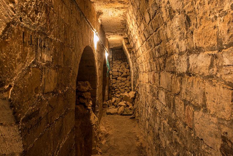 Le catacombe di Parigi, viaggio illegale nel sottosuolo francese