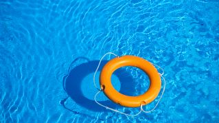Che differenza c'è tra una piscina fuori terra e una semi interrata?