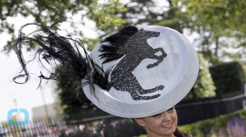 Il bizzarro spettacolo dei cappellini di nobili e reali ad Ascot
