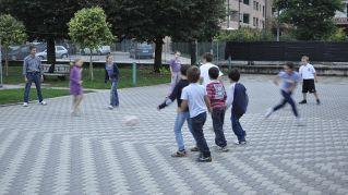 5 giochi da fare all'aperto con la palla e tanti amici