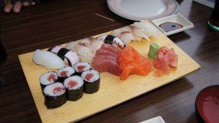 Nel primo ristorante nudista giapponese entra solo chi è magro