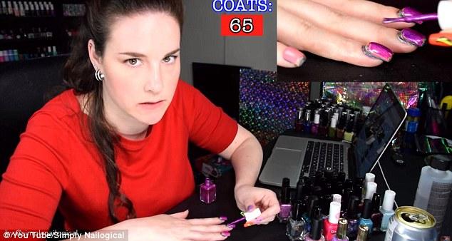 Beauty blogger applica 116 strati di smalto alle unghie, per noia