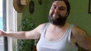 Donna barbuta trova il giusto apprezzamento in Internet