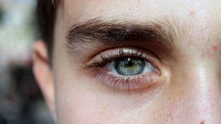 Riacquista la vista dopo 15 anni, grazie a un intervento