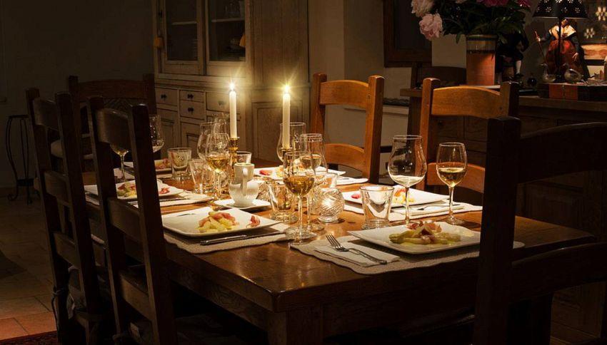 I peggiori comportamenti a tavola, cose da non fare mai