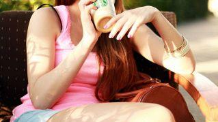 Starbucks denunciato per bicchieri riempiti poco, baristi attenzione