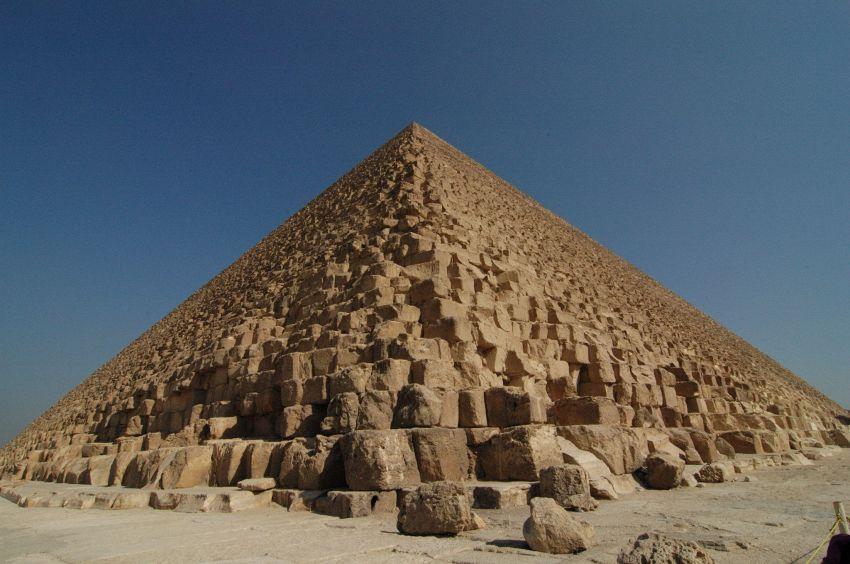 Nella piramide di Giza c'è qualcosa di strano e preoccupante