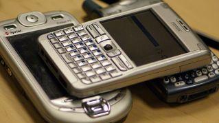 Usare lo smartphone a letto causa cecità, lo dice la scienza