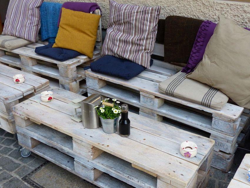 Mobili riciclati per arredare casa senza spendere: come fare