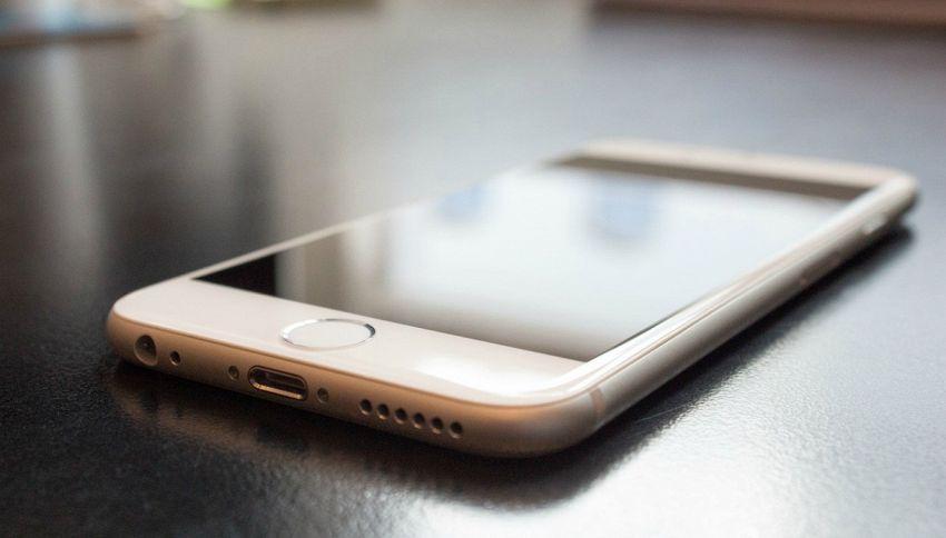 Smartphone, lo abbiamo sempre caricato nel modo sbagliato