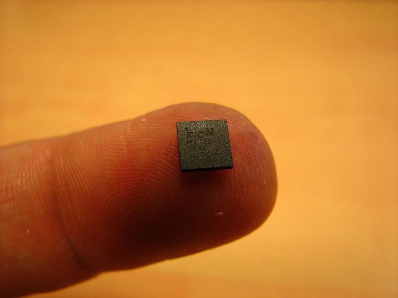 Il futuro è sotto pelle: usare chip per comandare porte e telefoni