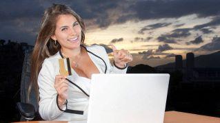 La scollatura femminile aiuta a trovare lavoro, lo dice la scienza