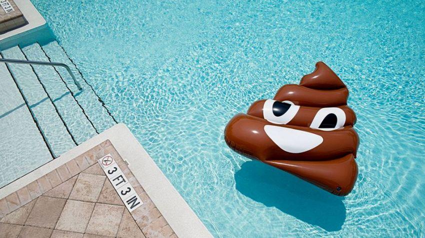 Le emoji galleggianti sono irrinunciabili per ogni piscina