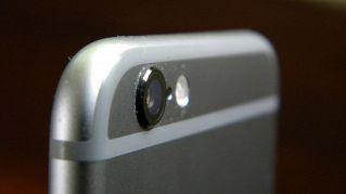 Il flash UV per smartphone consente scatti e riprese al buio